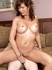 Rocking The MILF Pussy