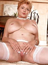 Grannie strips in livingroom