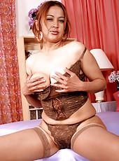 Maya seduces you with vintage ass