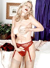 Sweet MILFy blonde kinky stripteasing