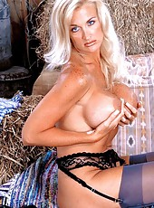 Milf hottie with a huge rack to play with