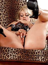 Big Nikki in naughty pussy play