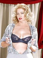 Mature blondie stuffs her pussy