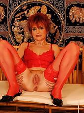 Redhead granny in lingerie gets some machine dildo