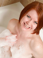 Beautiful Ariana Carmine fingers her moist cougar pussy in the bubble bath