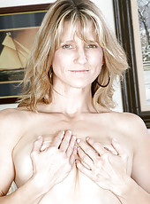 Totally naked hot milf Berkley spreads off her juicy pink snatch for our viewing delight
