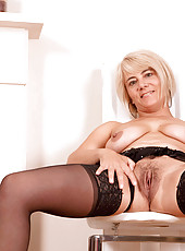 Mature Anilos cougar Dana stuffs her mature pussy with the rabbit toy