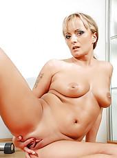 After an intense workout Anilos cougar Eve Adams spreads her moist mature pussy