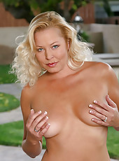 Sexy anilos jacy andrews peels off her clothes and exposes her well trimmed bush