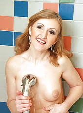 Beautiful cougar Jarka pleasures her pussy with the warm water spewing from her shower head