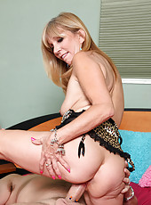 Jessica Sexxxton gets fucked hard and gets rewarded a mouthful of spunk