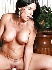 Explicit milf kendra secrets rides the sybian until she erupts into a massive orgasm