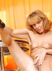 Strawberry blonde anilos koko spreads her legs to reveal her dripping wet cougar snatch