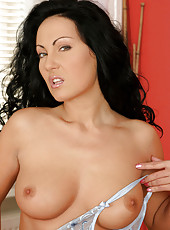 Busty anilos babe laura flaunts her enormous perky cougar tits