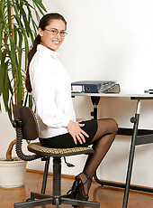 Sinful anilos milf linda brown strips down in the office and displays her enticing pink