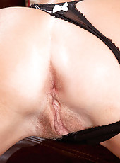 Tempting Anilos Louise Dakotah shows off her luscious tits and hot mature pussy