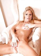 Anilos Louise Dakotah rubs lotion all over her naked milf body