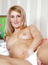 Anilos milf Maye slides down her thong exposing her wide open fuck hole