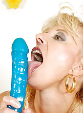 Experienced milf merilyn shoves a hearty thick dildo deep in her slick pussy