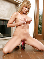 Naughty Anilos milf Nicole Moore enjoys fucking herself with the rabbit toy