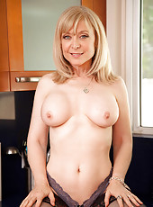 Sultry Anilos Nina Hartley teases her wet pussy in the kitchen sink