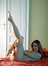 Seductive Anilos Pepper spreads her slippery wet cougar pussy in the privacy of her bedroom