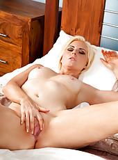 Gorgeous milf Rebecca caresses her mature pussy to make herself cum