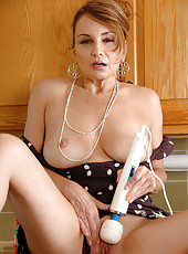 Anilos hottie slides off her thong and fucks her pink cunt using her magic wand