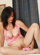 Naughty Anilos Renie exposes her seasoned pussy and stuffs it with the rabbit toy