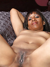 Classy cougar Robin pounds her cock hungry pussy with her favorite long dildo