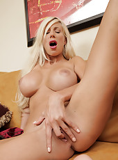 Pretty Anilos mom finger fucking her tight pussy