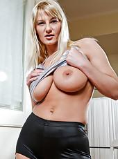 Sweet lovin mom fingers her bushy pussy until she has an orgasm
