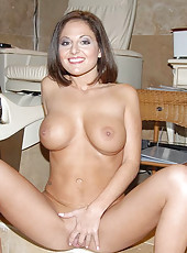Come see these amazing pics of horny milfs mastbating and fucking inside the fucking salon in these reality pics
