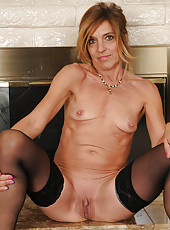 51 year old Monique from AllOver30 having fun getting naked for you