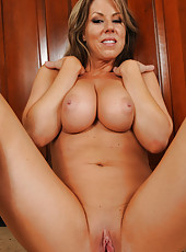 Hot and busty Carolyn Reese showing off her mature naked body