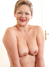 At 52 years old gorgeous Linda Baby from AllOver30 looking