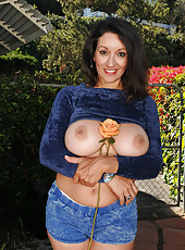 Hairy pussied MILF Persia from AllOver30 spreads ass in the garden