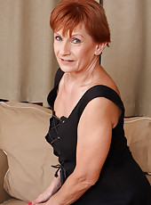 58 year old housewife Lucy O from AllOver30 posing naked right here