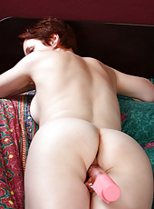 Redheaded MILF Vada stuffs her shaven mature pussy with pik plastic