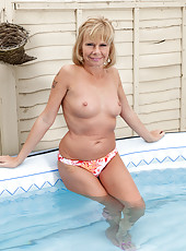 42 year old blonde Cathy Oakley decides to get naked in the hot tub