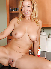 Horny mature housewife Rachels spreads her legs wide on the counter