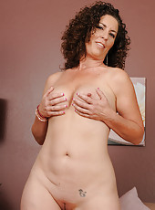 45 year old Tammy Sue slips off her elegant dress and poses in here