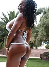 Super hot extreme mama with extreme tittys cum watch her get her tity gruv on