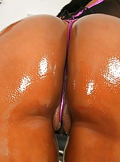 Extremenaturals babe has some mega floaters in these 44 triple e fucktoys pics