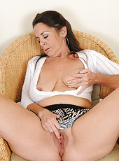 51 year old Tia from AllOver30 plunging her fingers deep in her pussy