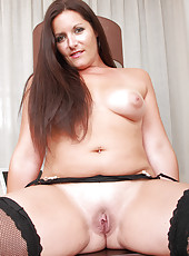 Horny BBW Lara Martinez srips off her and spreads her perfect pussy