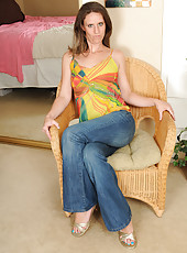 Long legged MILF Whitney S spreads her pussy and toes for you