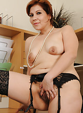 Office gal Veronica Devil takes a break from work to spread hairy pussy