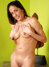 Elegant MILF Sandy M wows us with her perfectly fuckable body
