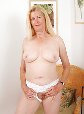 55 year old Josie loves to show of her pussy to our happy surfers
